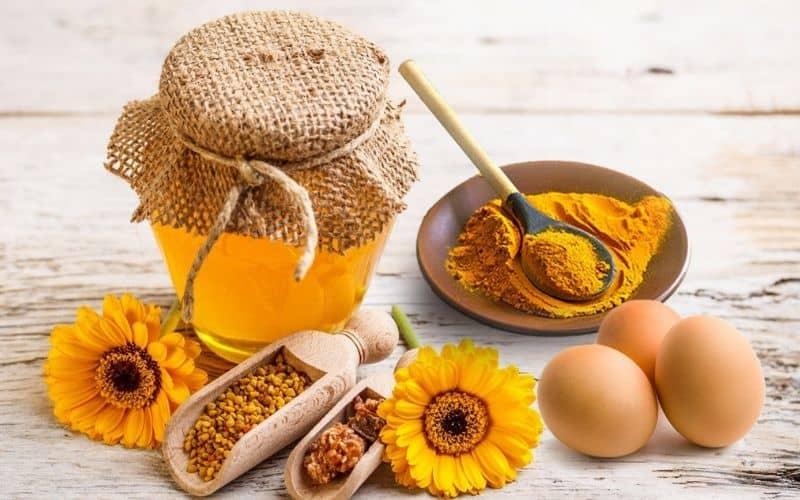 Lòng đỏ trứng gà mật ong và nghệ
