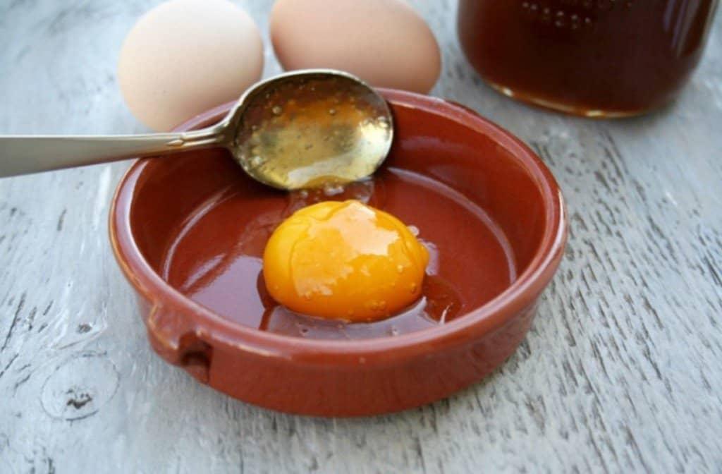 trẻ em có ăn được trứng gà ngâm mật ong
