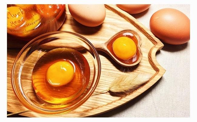trứng gà ngâm mật ong cho bé