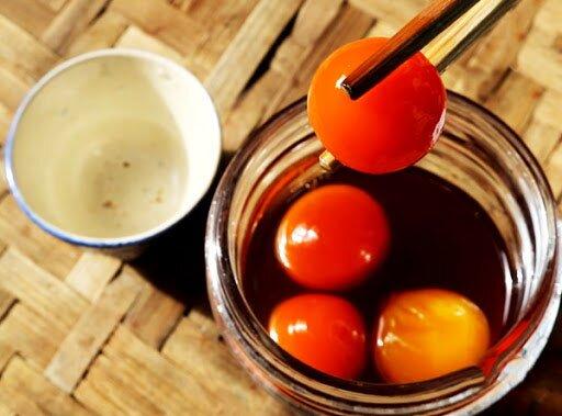 bảo quản trứng gà ngâm mật ong