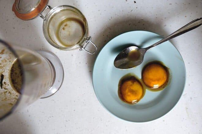 cách ngâm rượu trứng gà mật ong