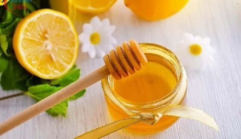 cách trị mụn bằng lòng trắng trứng gà và mật ong