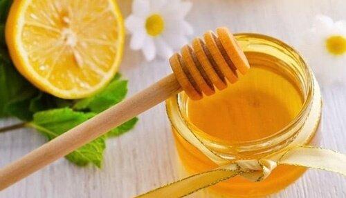 Cách trị tàn nhang bằng mật ong và trứng gà
