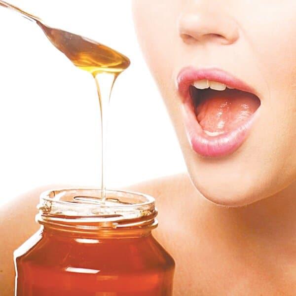 Sờ và nếm thử để thử mật ong thật giả
